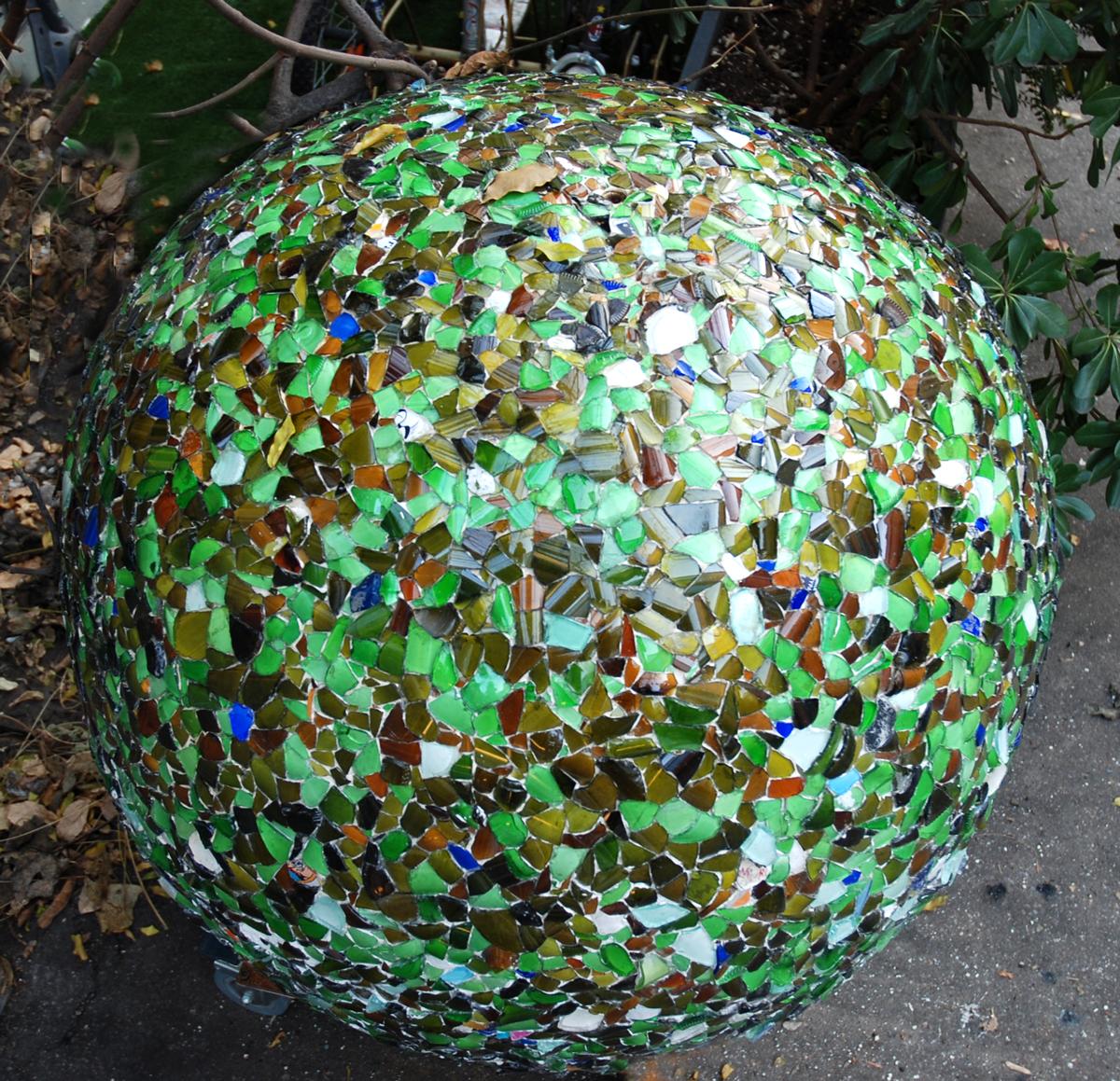 Caterina Aicardi, opere, scultura, natura, art, scultura, molecola, vetro, glass, cemento, sfera, palla, verde